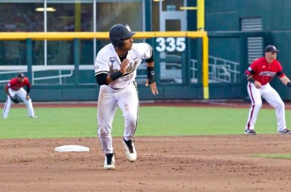 John Norwood breaks from second base. (Photo: Shotgun Spratling)