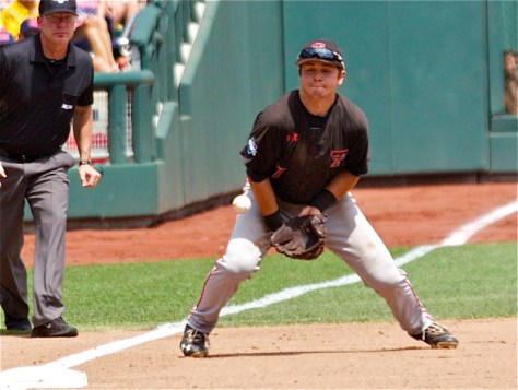 Ryan Long blocks up a hard-hit ball to 3B. (Photo: Shotgun Spratling)