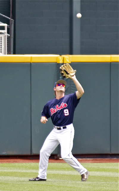 Auston Bousfield catches a flyout. (Photo: Shotgun Spratling)