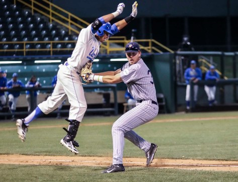 Tanner Pinkston tags a jumping Kevin Williams. (Photo: Mark Alexander)