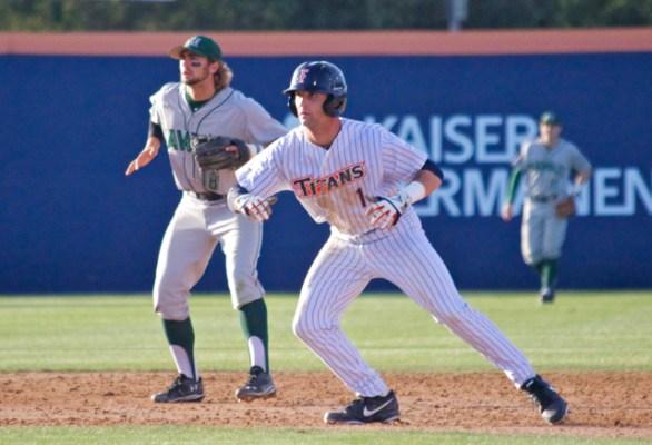 Taylor Bryant leads off second base. (Photo: Shotgun Spratling)