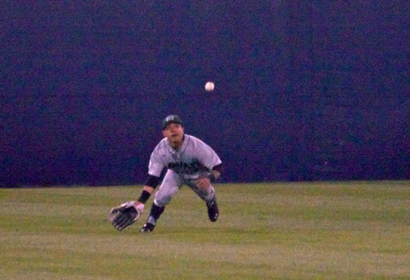 Kaeo Aliviado tries to make a diving catch in CF. (Photo: Shotgun Spratling)