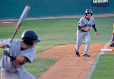 Colton Vaughn inches down the 3B line. (Photo: Shotgun Spratling)