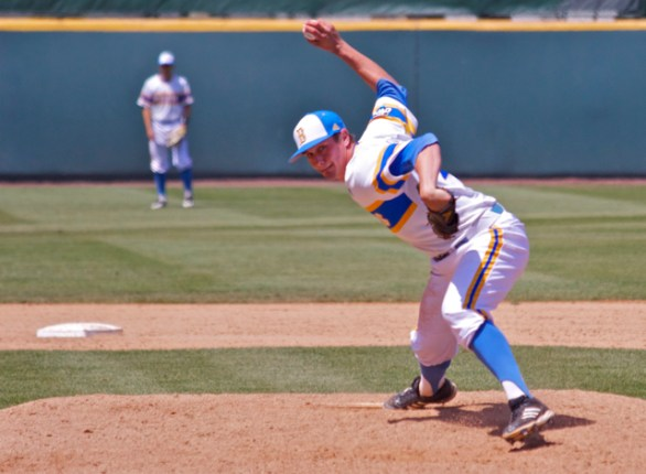 David Berg pitched four innings in relief. (Photo: Shotgun Spratling)