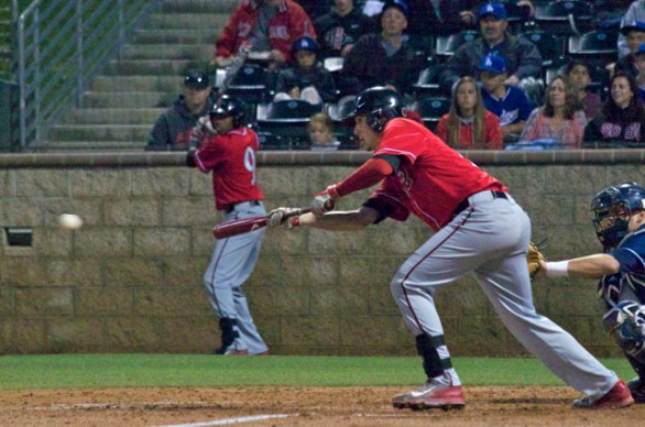 Evan Potter lays down a bunt. (Photo: Shotgun Spratling)