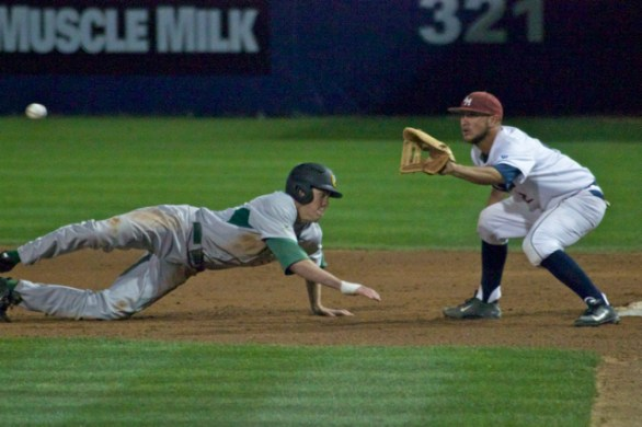 Bradley Zimmer dives back to first base. (Photo: Shotgun Spratling)