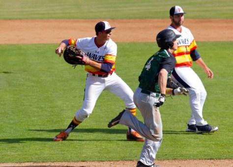 Brad Anderson fields a sac bunt. (Photo: Shotgun Spratling)