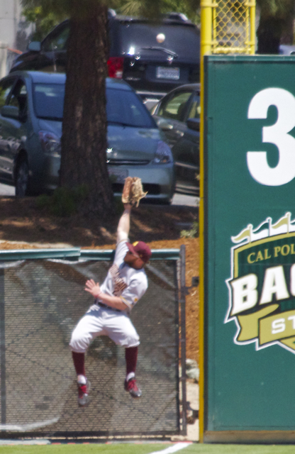 Jake Peevyhouse can't make a leaping catch on a ball just foul. (Photo: Shotgun Spratling)