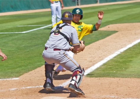 Brian Serven blocks the plate on a squeeze attempt. (Photo: Shotgun Spratling)