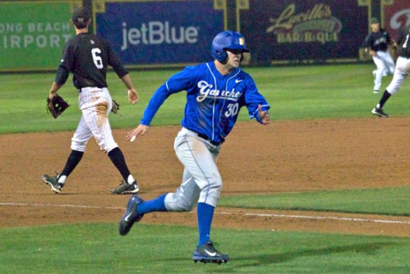 Scott Quinlan sprints home in the ninth inning. (Photo: Shotgun Spratling)