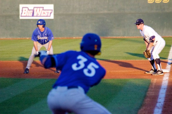Cameron Newell leads off while a sac bunt is set up. (Photo: Shotgun Spratling)
