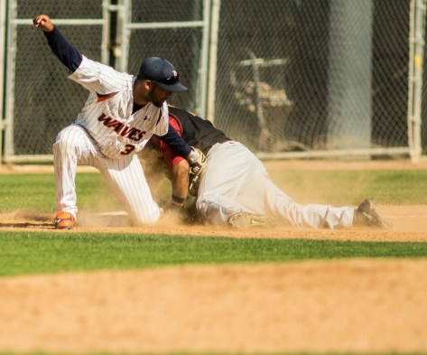 Austin Davidson applies the tag on a bang-bang play at 3B. (Photo: Mark Alexander)