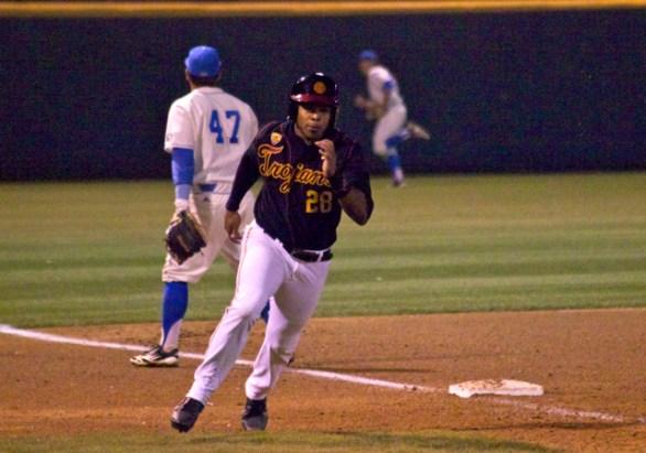 Timmy Robinson races around third base. (Photo: Shotgun Spratling)