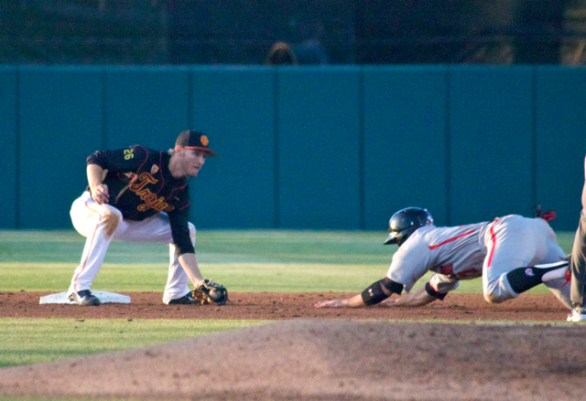 Blake Lacey waits to apply the tag. (Photo: Shotgun Spratling)