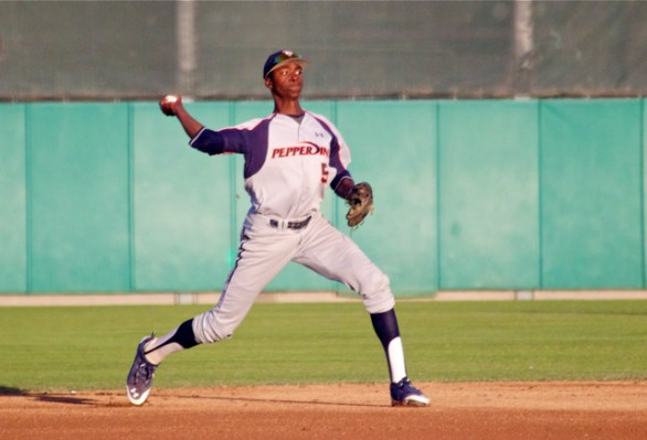 Manny Jefferson throws from shortstop. (Photo: Shotgun Spratling)