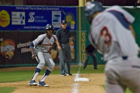 Manny Jefferson leads off third base. (Photo: Shotgun Spratling)