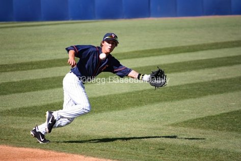 Richy Pedroza lunges for a ball just out of his reach