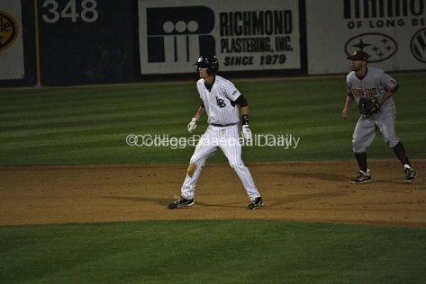 Jeff McNeil takes a lead off second base.