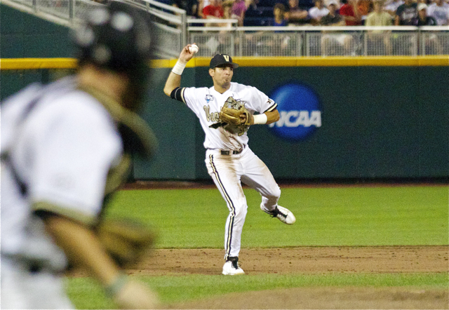 Vince-Conde-makes-an-off-balanced-throw.-Photo-Shotgun-Spratling