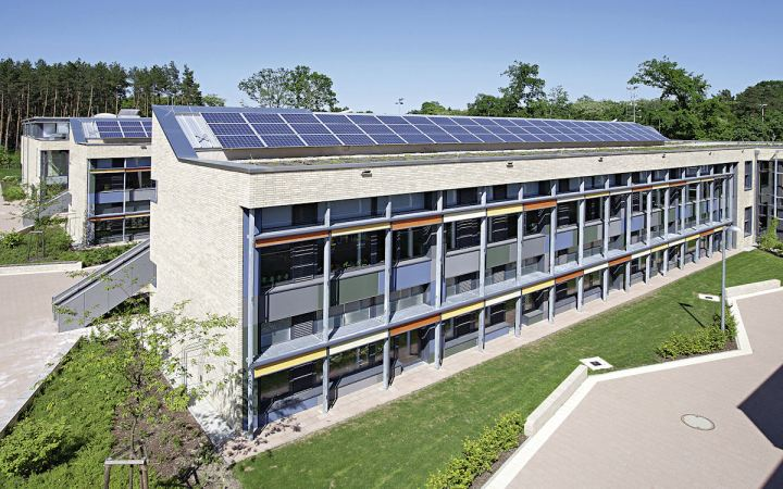 energy-plus primary school in hohen neuendorf, germany - source: bine.info