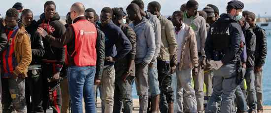 Migrants arrive at the Sicilian harbour of Pozzallo, February 15, 2015. Some 275 migrants rescued on Friday from overcrowded boats near Libya arrive safely in Sicily, days after more than 300 others died trying to make the crossover.  REUTERS/Antonio Parrinello (ITALY - Tags: SOCIETY IMMIGRATION)