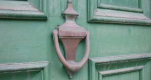 1280px-Old_Brass_Door_Knocker