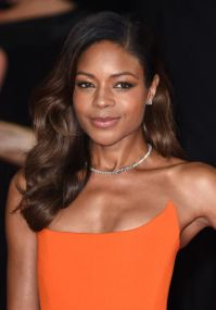 naomie-harris-on-red-carpet-spectre-world-premiere-in-london_1_thumbnail