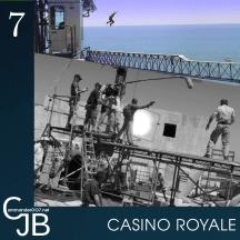 """007 Décembre : Casino Royale. La scène de poursuite à Madagascar a en fait été tournée à Nassau aux Bahamas, près de la plage où a été filmé l'Espion qui m'aimait. Un hôtel en ruine a été transformé en chantier en construction, 3 grues ont été importées directement d'Angleterre et d'Espagne, ainsi que de nombreuses poutres en acier faites sur mesure et assemblées en 6 jours. Daniel Craig raconte """"quand on tourne à cette hauteur, il faut atteindre un état presque spirituel pour réussir à rester calme."""" Voir un vlog de l'époque : https://www.youtube.com/watch?v=J45EXzQ9VWw et un making-of : https://www.youtube.com/watch?v=Xv_RqUNEuUQ La séquence du film : https://www.youtube.com/watch?v=m5M5R2pcPJ0"""