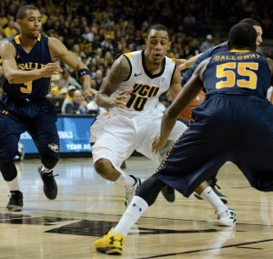 VCU point guard Darius Theus moves through the lane against La Salle. (Photo by Chris Conway)
