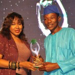 EBUNOLA ANOZIE C.E.O ASHOKA FELLOW PRESENT BEST PHOTO JORNALIST OF THE YEAR TO GANIYU YUSUF OF COMPLETE SPORT