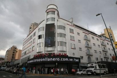 Fachada del Teatro Junín, en Caracas. (Foto: Jesús Fernández)