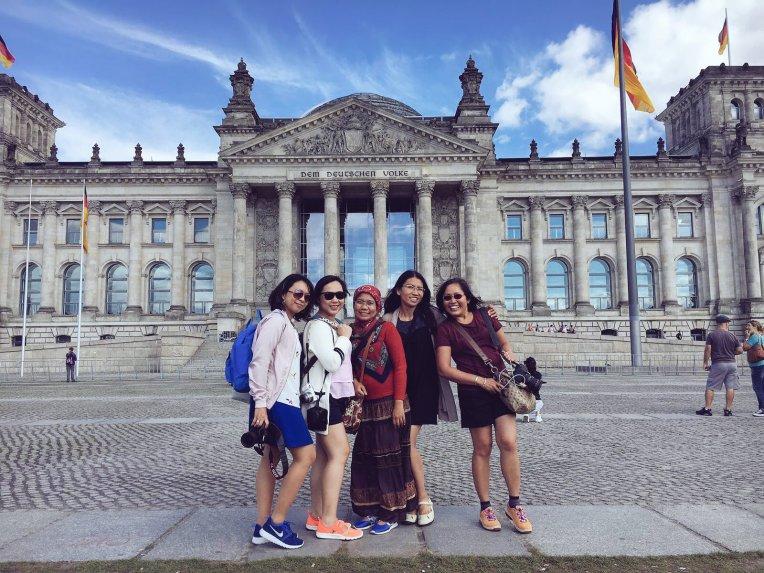 Beth, Anggi, Deny, Mindy, Mbak Dian. Foto dari kamera Mbak Dian.