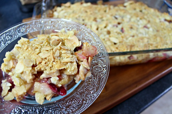 This Apple Cranberry Crisp recipes uses apples from the new no name Naturally Imperfect line at Atlantic Superstore. These smaller, mis-shapened apples are delicious and will help you stretch your grocery dollar!