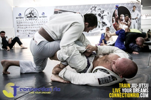 Connection Rio sponsored athlete Lee Wright (bottom) on the mat at Gordo BJJ – pic by BJJPix.com
