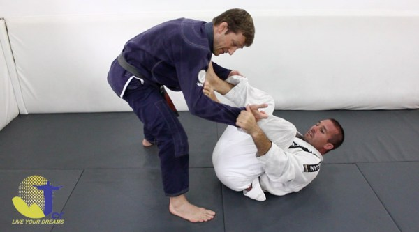 Free BJJ technique video library with black belt and Connection Rio founder Dennis Asche