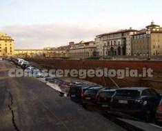 Voragine a Firenze Lungarno