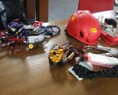Dispositivi di risalita e di ritenuta, con casco (DPI)