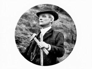 Ritratto fotografico di Giuseppe Mercalli. (In: Emilio Oddone, L'opera del prof. Giuseppe Mercalli per la vulcanologia e la sismologia, Modena, Soc. Tip. Modenese, Antica Tip. Soliani, 1914)