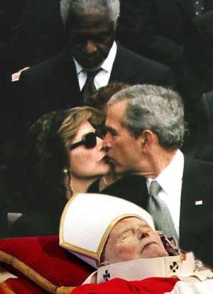 Bush Laura Pope Kiss
