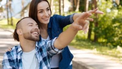 Двата вида връзки: вперени един в друг или гледащи в една посока
