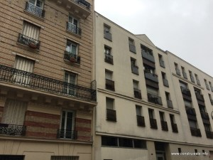 Cladire noua langa cea veche pe Rue de L'ermitage