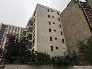 Aceeasi strada, un complex modern de apartamente