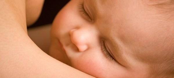 abbraccio-mamma-neonato-1