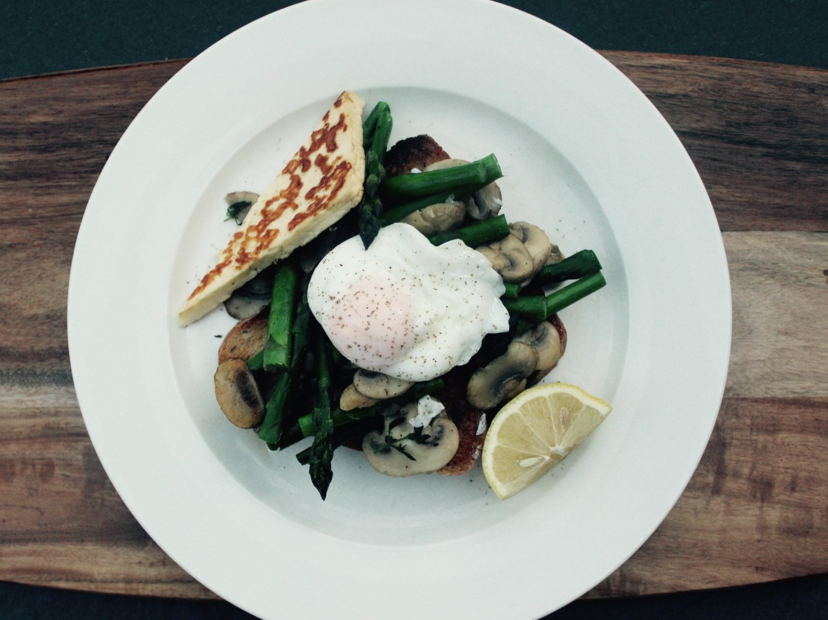 Poached Egg with Halloumi & Pan Fried Asparagus & Mushrooms (vegetarian)