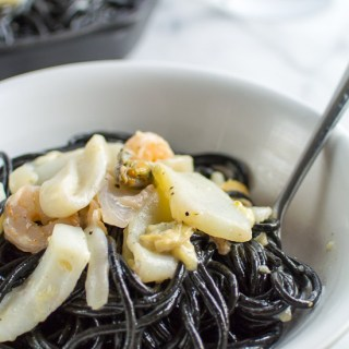 Cuttlefish-ink-pasta-with-seafood-4