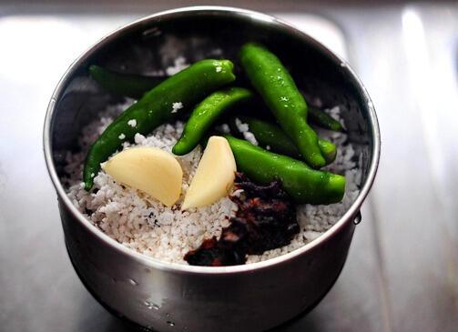 Coconut Garlic Chutney Recipe - Thick Coconut Chutney for Idli, Dosa, Adai