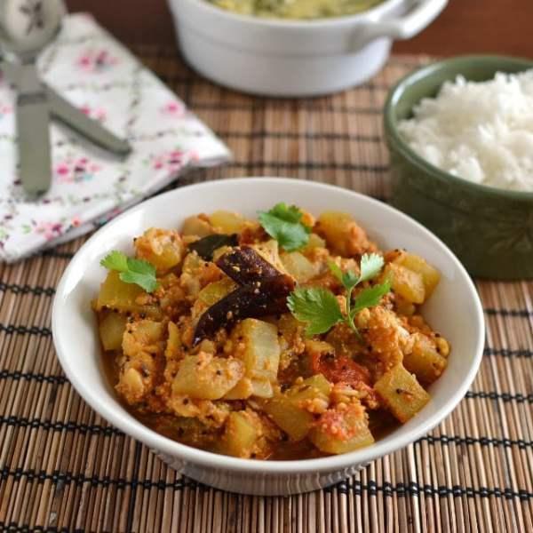 Sorakaya Thelagapindi Kura (Bottlegourd Curry)