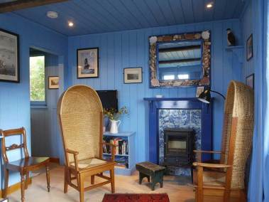 blue-cabin-by-the-sea-interior