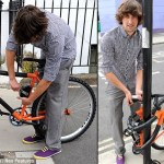 Bendable Bike locks itself around poles