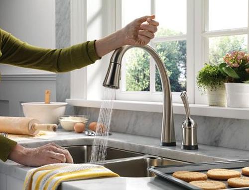 delta_pilar_faucet